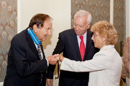 Jay-I-Kislak-Receives-Encomienda-Award